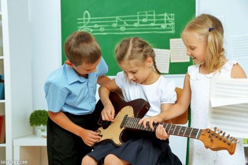 musiclessoninclassroom_327509333.jpg