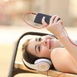 listeningmusic_83975028_original